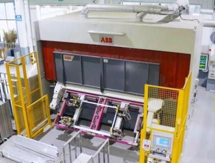 携手宇通,又一力作!ABB机器人全球首条铝窗框免示教编程智能生产线